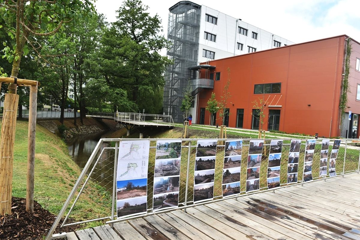 The revitalized Stará Ponávka riverbed and the created public park are directly connected to the Svatopetrská complex.